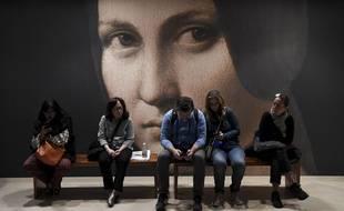 Octobre 2019, les visiteurs font une pause lors de l'exposition consacrée à Léonard de Vinci au Louvre.