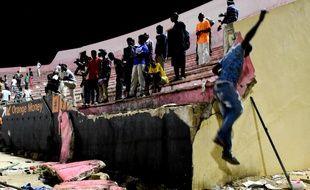 Une partie d'un mur du stade s'est effondrée samedi soir