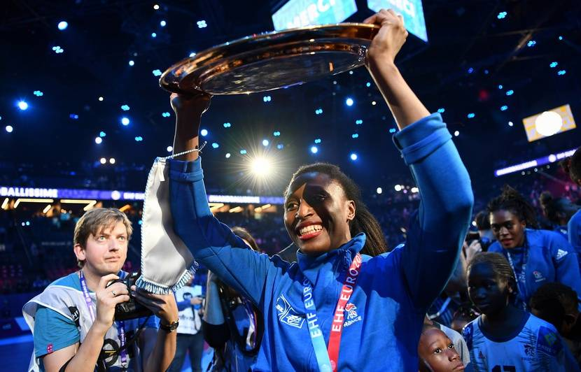 Enceinte, la capitaine des Bleues Siraba Dembélé déclare forfait pour le Mondial au Japon
