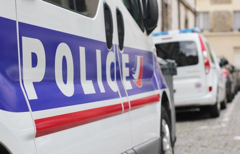 Rennes : Les clients d'un bureau de tabac maîtrisent un cambrioleur armé de couteaux
