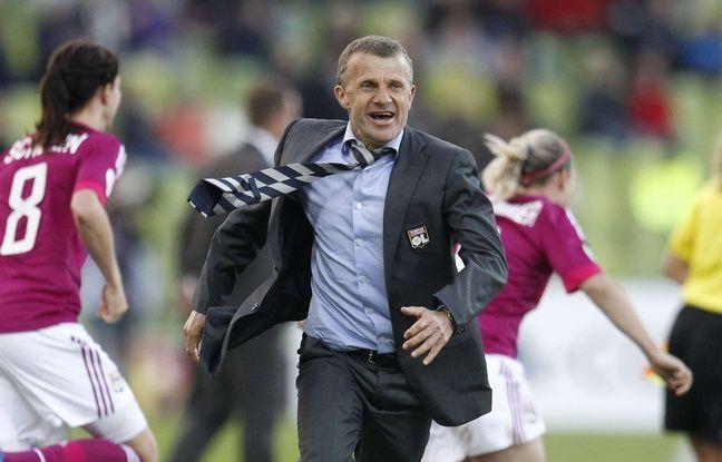 Patrice Lair fête ici sa deuxième victoire en Ligue des champions avec l'OL, en 2012 face à Francfort (2-0).