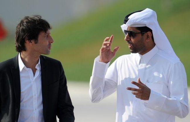 Leonardo, directeur sportif du PSG en grande conversation avec le président du club, le Qatari Nasser  Al-Khelaifi en janvier 2012 à Doha.
