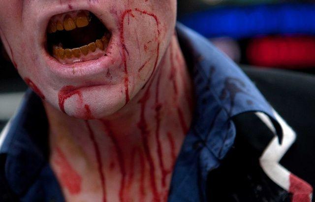 Les zombies, ça existe ? On a posé la question à un scientifique 640x410_homme-deguise-zombie-lors-marche-cadre-serie-the-walking-dead-new-york-2010