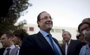 Dopé par le succès de son meeting du Bourget François Hollande, qui est reparti en campagne mardi dans le Var, a affiché une certaine sérénité face aux attaques de l'exécutif et de la droite contre lui.