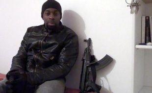 Capture d'écran d'une vidéo postée le 11 janvier 2015 sur les réseaux sociaux islamistes d'un homme se présentant comme Amedy Coulibaly