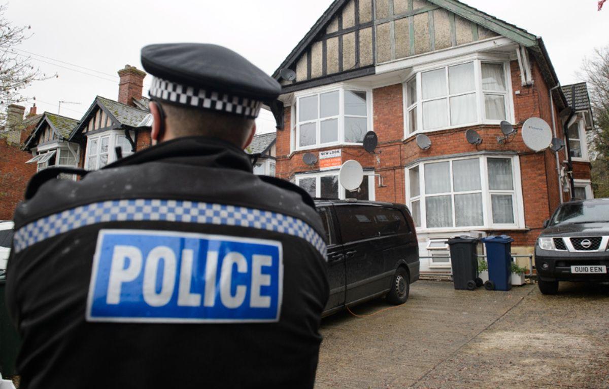 Un policier dans le nord de Londres, le 8 novembre 2014. – LEON NEAL / AFP