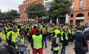 Les Gilets jaunes se sont retrouvés samedi midi pour l'acte V à Jean-Jaurès.