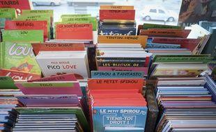 Un rayon BD jeunesse dans une librairie. (Illustration)