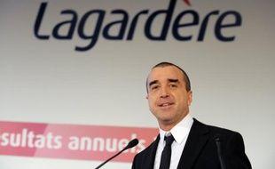Lagardère a coupé mardi ses derniers liens avec l'aéronautique et la défense, le métier d'origine du groupe, pour se consacrer exclusivement aux médias, en vendant sa participation de 7,4% dans le constructeur européen EADS pour 2,28 milliards d'euros.