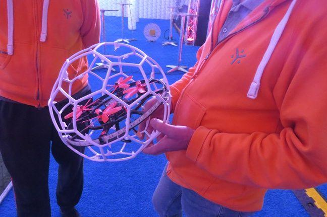 Un drone ballon.