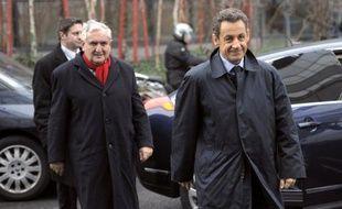 """Jean-Pierre Raffarin (UMP), interrogé dimanche sur le dossier judiciaire Tapie/Crédit lyonnais, a dénoncé """"une campagne orchestrée"""" contre Nicolas Sarkozy, laissant entendre que la justice était instrumentalisée par le camp socialiste."""