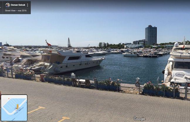 La partie du quai de l'Ataköy Marina, à Istanbul (Turquie), visible dans la vidéo virale des dauphins nageant dans un port.