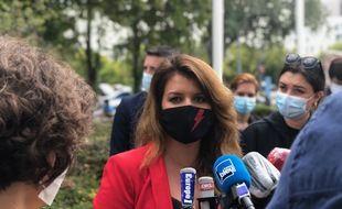 Marlène Schiappa s'est notamment entretenue avec la maire de Strasbourg, ici de dos.