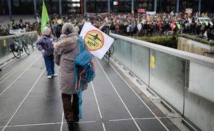 Lors du rassemblement de ce mercredi devant le TGI de Nantes / AFP / JEAN-SEBASTIEN EVRARD