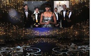 Michelle Obama, en duplex de la Maison blanche, apparait lors de la cérémonie des Oscars à Hollywood, et remet la statuette du meilleur film. Le 25 février 2012.