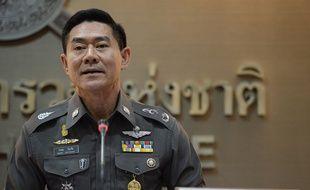 Le porte-parole de la police Songpol Watthanachai lors d'une conférence de presse à Bangkok le 4 décembre 2015.