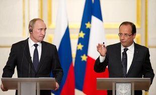 Vladimir Poutine et François Hollande lors de leur conférence de presse commune à l'Elysée, vendredi 1er juin 2012