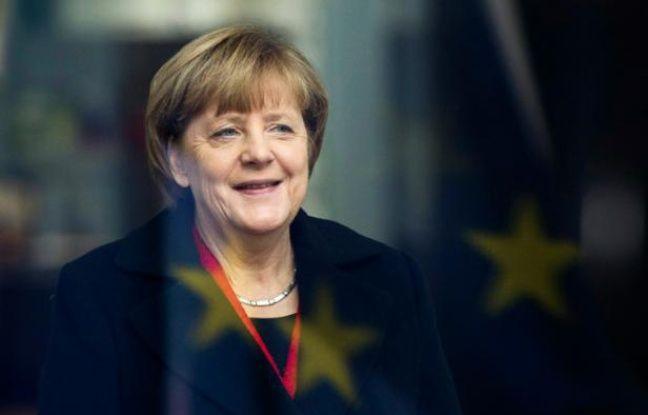 c76bb28342972 648x415 la-chancelliere-angela-merkel-sourit-face-au-reflet-du-drapeau-europeen-le-13-novembre-2015-a-berlin.jpg