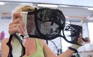Une vente solidaire est organisée pour sauver la marque de lingerie fine Indiscrète.