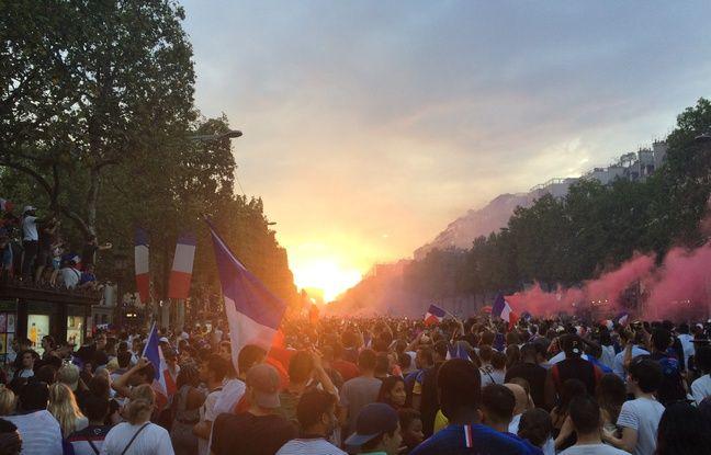 Après la victoire des Bleus, les Champs-Elysées sont noirs de monde.