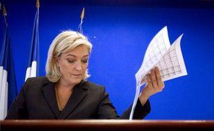 Marine LePen, présidente du FN et candidate à l'Elysée, lors d'une conférence de presse sur son programme économique, le 12 janvier 2012 à Nanterre.