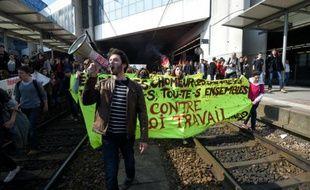 Des étudiants envahissent la gare de Rennes lors de la manifestation contre le projet de loi travail le 17 mars 2016