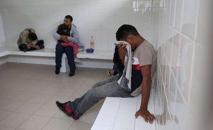Des migrants honduriens dans une cellule au Mexique le 16 juin 2019 (illustration)