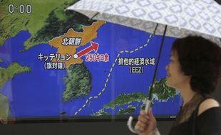 Une télévision japonaise annonce un tir de missile de la Corée du Nord, le 26 août 2017 (illustration).