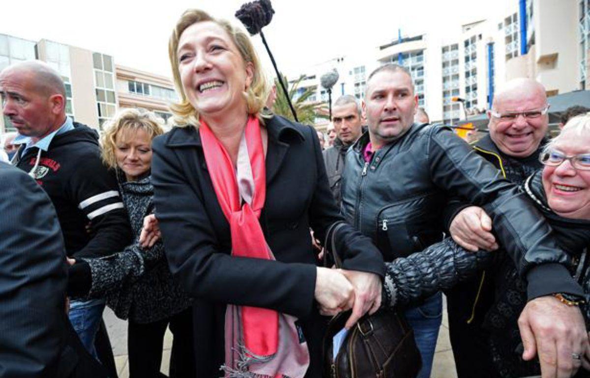 Marine Le Pen dans les rues de Sète, le 15 mars 2012. – ANNE-CHRISTINE POUJOULAT / AFP