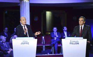 Alain Juppé et François Fillon, lors du second débat télévisé de la primaire de la droite et du centre.
