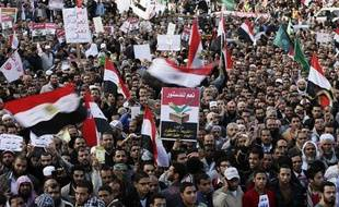 Des manifestants favorables au président Mohamed Morsi défilent au Caire, le 11 décembre 2012