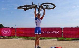 La Française Julie Bresset, 23 ans, a remporté le titre de championne du monde de cross-country, moins d'un mois après sa médaille d'or olympique, surclassant sa principale rivale, la Norvégienne Gunn-Rita Dahle, 39 ans, samedi, à Saalfelden (ouest)