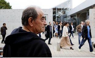 Richard Bohringer, à Lyon en octobre 2013, lors d'un tournage où Quentin Tarentino a fait rejouer à des artistes la sortie des usines Lumière..