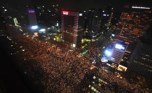 Des milliers de Coréens ont défiler contre leur présidente, samedi 12 novembre.