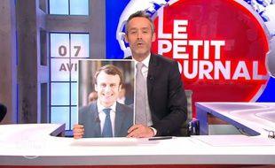 L'animateur Yann Barthès a révélé que le clip de lancement du mouvement d'Emmanuel Macron avait été réalisé à partir d'images étrangères.