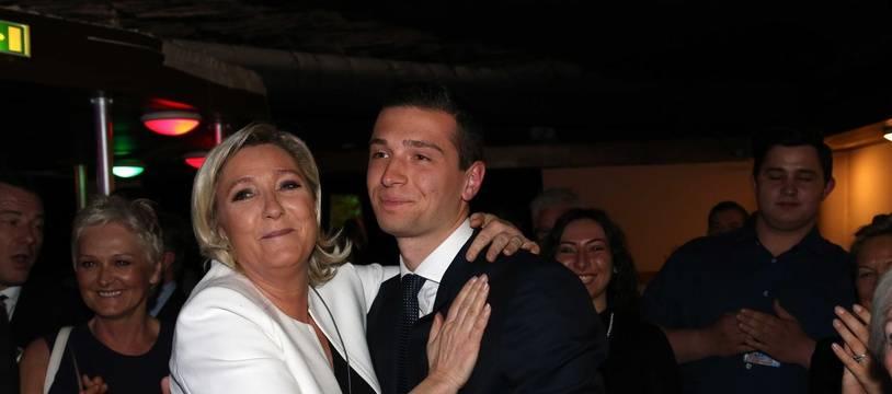 Marine Le Pen et Jordan Bardella à l'annonce de la victoire du Rassemblement national aux élections européennes le 26 mai 2019 à Paris.