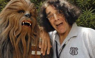 Peter Mayhew et son masque de Chewbacca en 2005