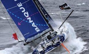 Le Français Armel Le Cléac'h (Banque Populaire) a pris mardi matin le relais de son compatriote François Gabart (Macif) en tête du Vendée Globe dans le Pacifique, après bientôt 45 jours de mer.de noeuds.