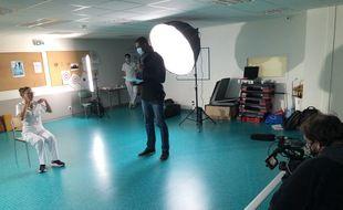 Hervé Touré, ici en décembre dernier aux côtés de Marine Emin, lors du tournage à Val Rosay d'exercices de rééducation.