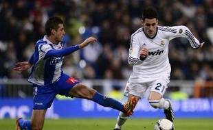 Real Madrid's midfielder Jose Maria Callejon (R) vies with Alcoyano's defender Javier Selvas Tapiador (L) during the Copa del Rey (King's Cup), round of 32, second-leg football match Real Madrid FC vs CD Alcoyano at the Santiago Bernabeu stadium in Madrid on November 27, 2012. AFP PHOTO / JAVIER SORIANO
