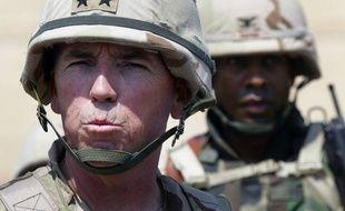 Le général américain Geoffrey Miller, le 5 mai 2004, à la prison d'Abu Ghraib en Irak.