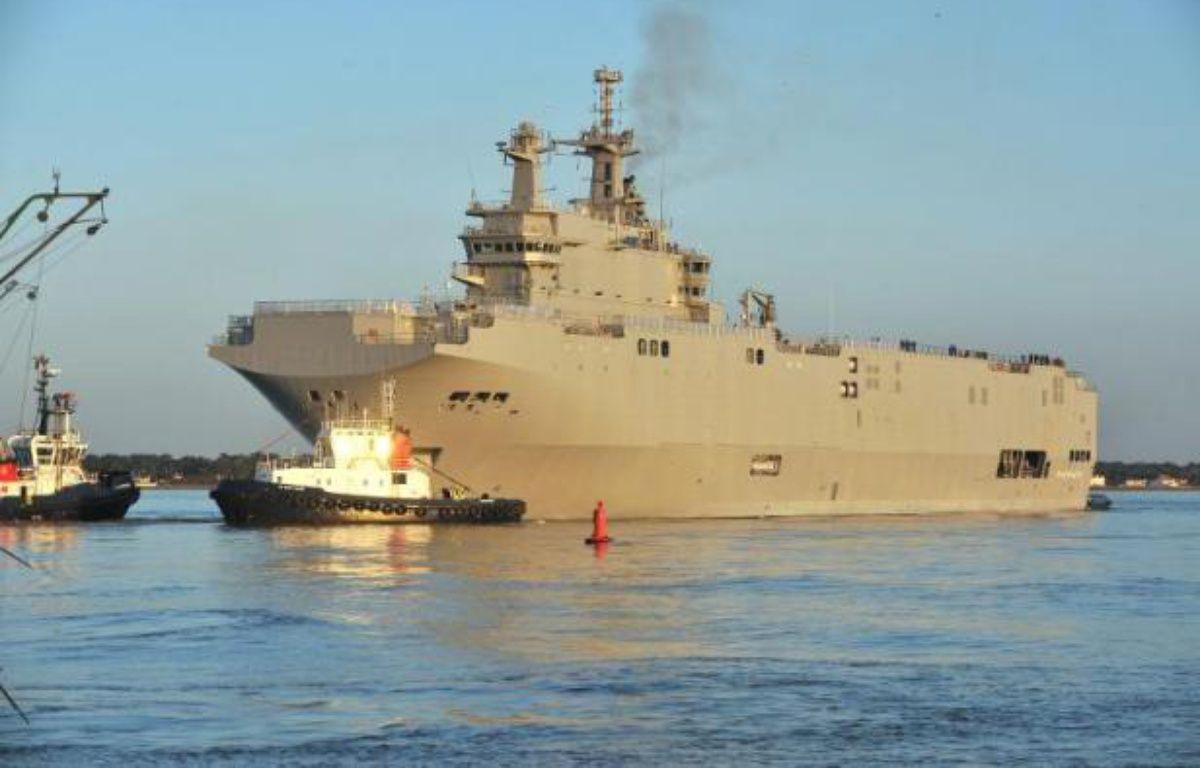 Photo prise le 5 mars 2014 du navire de guerre polyvalent Mistral, construit à Saint-Nazaire, dont Paris envisage d'annuler la vente de deux exemplaires à la Russie dans le cadre d'un éventuel plan de rétorsion européen après le référendum en Crimée – Frank Perry AFP