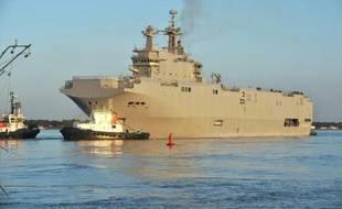 Photo prise le 5 mars 2014 du navire de guerre polyvalent Mistral, construit à Saint-Nazaire, dont Paris envisage d'annuler la vente de deux exemplaires à la Russie dans le cadre d'un éventuel plan de rétorsion européen après le référendum en Crimée