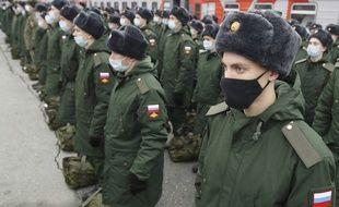 Près de 100 000 militaires russes seraient déployés à la frontière avec l'Ukraine.