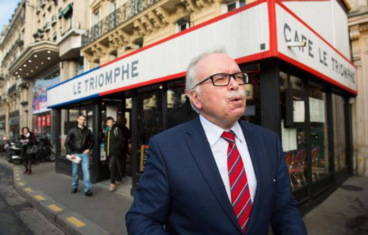 Le candidat FN à la Mairie de Paris Wallerand de Saint-Just le 18 décembre dans le 17e arrondissement de la capitale. – LCHAM/SIPA