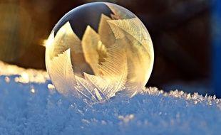 Ilustration d'une bulle de savon en train de glacer