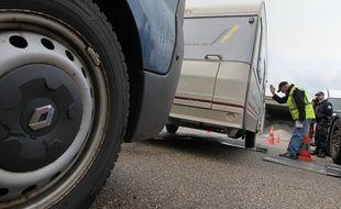 Strasbourg le 13 07 2012. Contrôles de police. Les véhicules sont pesés afin de vérifier le poids de leur chargement. Le poids sur les essieux devant rester dans la limite acceptée par la carte grise du véhicule.