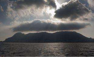 Le rocher de Gibraltar vu depuis La Linea de la Conception, en Espagne, le 19 août 2013.
