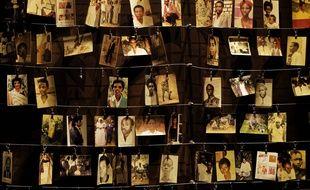 Des photos de victimes au mémorial du génocide rwandais, à Kigali le 5 avril 2019.