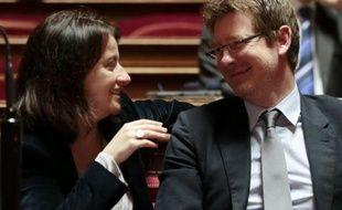 S'il est courant d'évoquer ses revenus aux Etats-Unis, la publication du patrimoine des élus, voulue par le gouvernement, est une révolution en France où les politiques estiment ne devoir rendre des comptes que lors d'élections et où il est plus facile de parler sexe qu'argent.